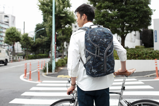 NF945 : Pixel camouflage Hatena back pack